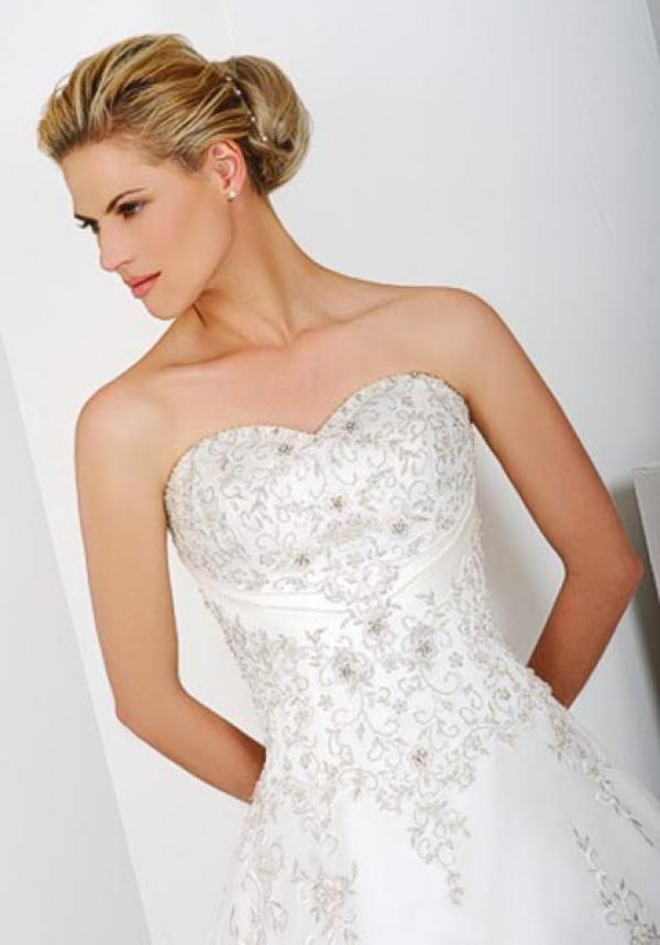 Jeneve Bridal Wear Image 1